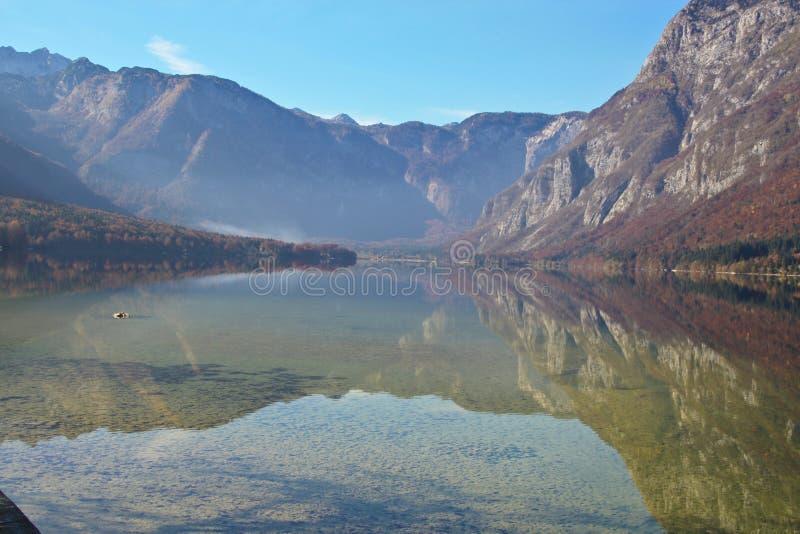 Lago Bohinj en Eslovenia fotografía de archivo