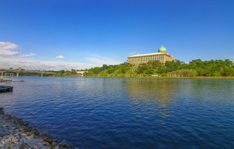 Lago bonito em Putrajaya Malásia foto de stock