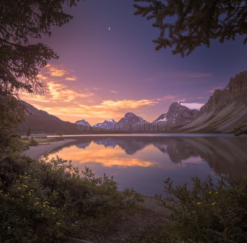 Lago bow no alvorecer imagens de stock royalty free