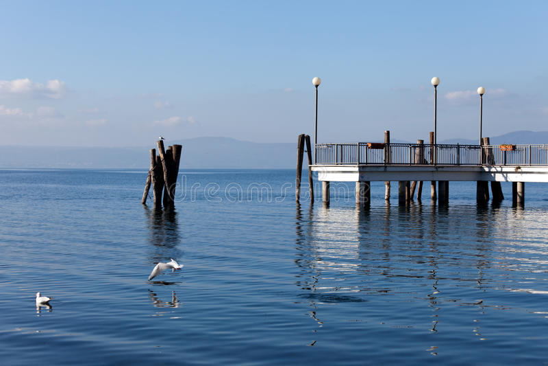 Lago Bracciano a Anguillara Sabazia fotografia stock libera da diritti
