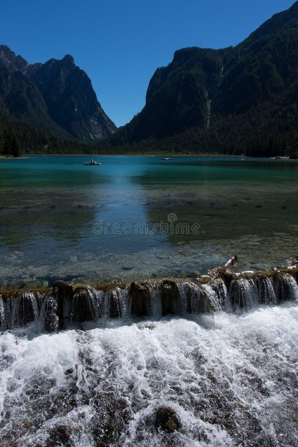 Lago Braies fotos de stock