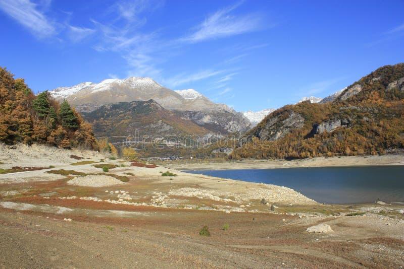 Lago Bubal, montanhas no vale de Tena, Pyrenees imagem de stock