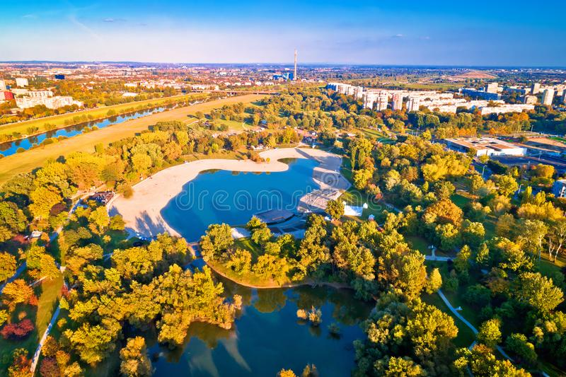 Lago Bundek e città della vista aerea di autunno di Zagabria fotografie stock