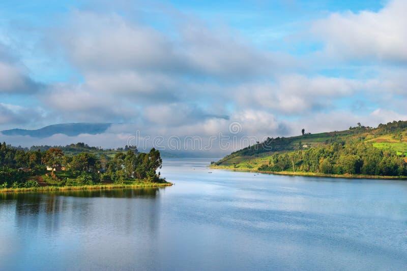 Lago Bunyonyi em Uganda fotos de stock