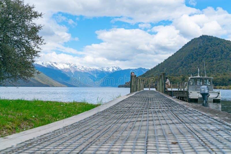Lago cênico Rotoroa na ilha de Nelson Lakes National Park South imagem de stock royalty free