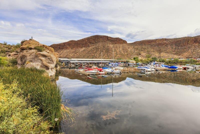 Lago canyon all'azionamento scenico della traccia di Apache, Arizona fotografia stock libera da diritti