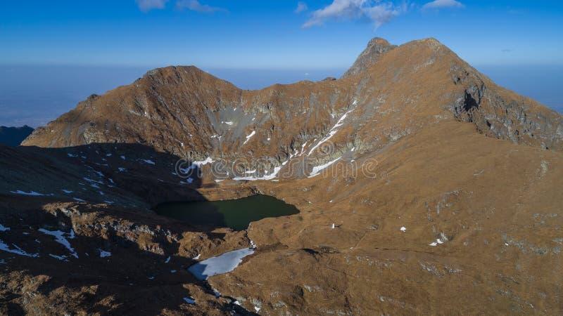 Lago capra Montanhas de Fagaras, Romania fotos de stock royalty free