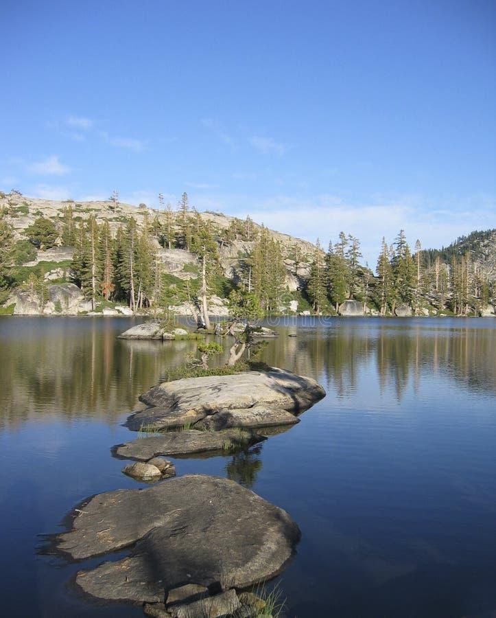 Lago cathedral en el parque nacional de Yosemite foto de archivo libre de regalías
