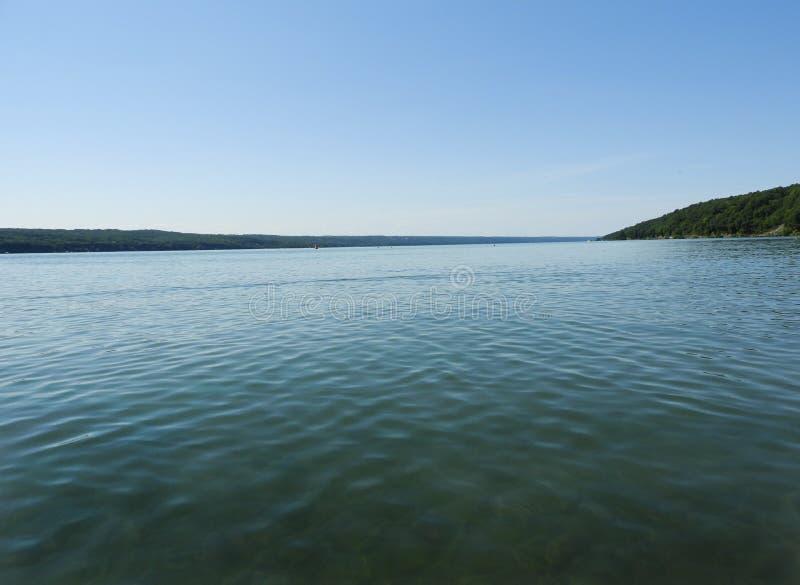Lago cayuga un giorno di estate calmo immagine stock