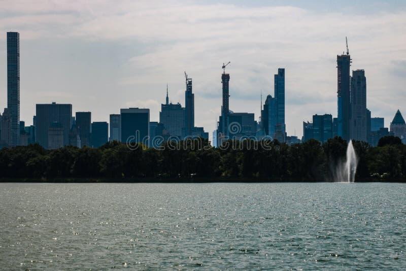 Lago central Park en Manhattan, Nueva York - los E.E.U.U. foto de archivo libre de regalías