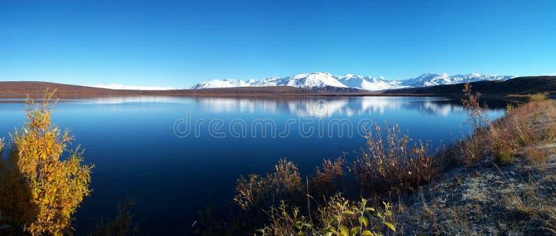 Lago cerca de la carretera de Richardson imagenes de archivo