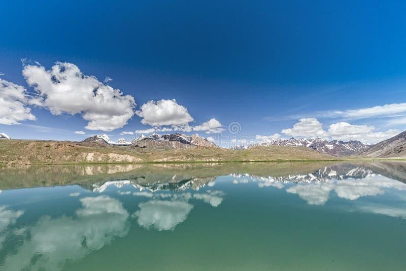 Lago Chandrataal foto de archivo