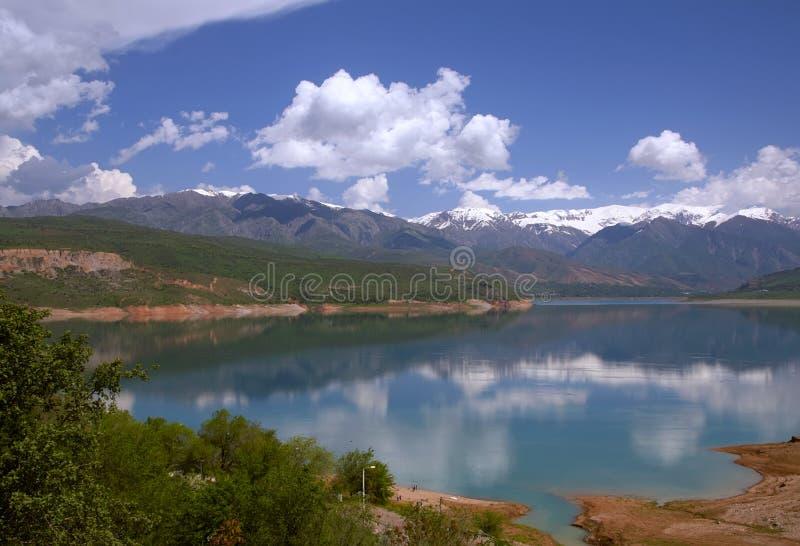 Lago Charvak foto de stock