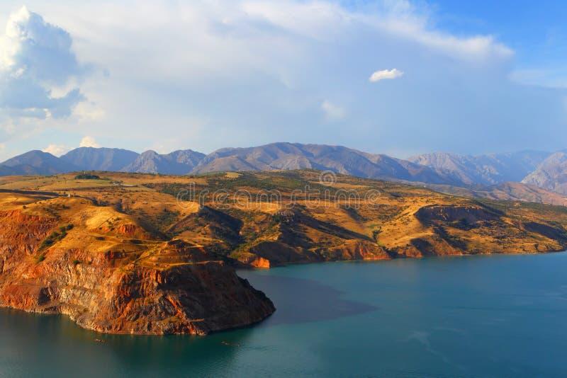 Lago Charvak mountain uzbekistan Tien Shan immagine stock libera da diritti