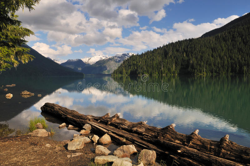 Lago Cheakamus, parque provincial del garibaldi imagen de archivo