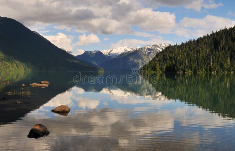 Lago Cheakamus, parque provincial del garibaldi foto de archivo