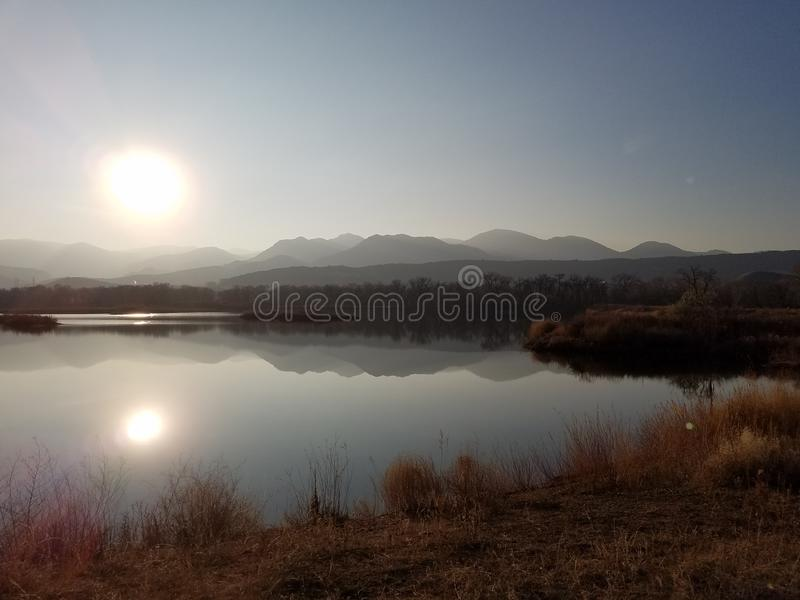 Lago Colorado mountains da reflexão imagens de stock