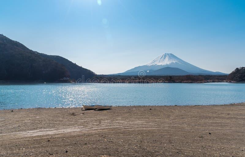 Lago com nascer do sol Fuji imagem de stock royalty free