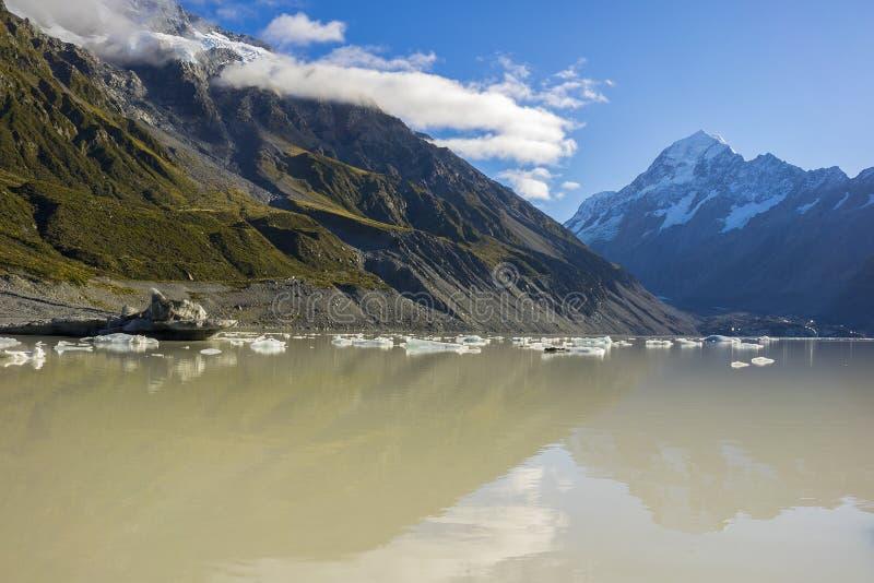 Lago com os iceberg de flutuação gigantes, montagem C glacier de Tasman de Aoraki fotografia de stock royalty free