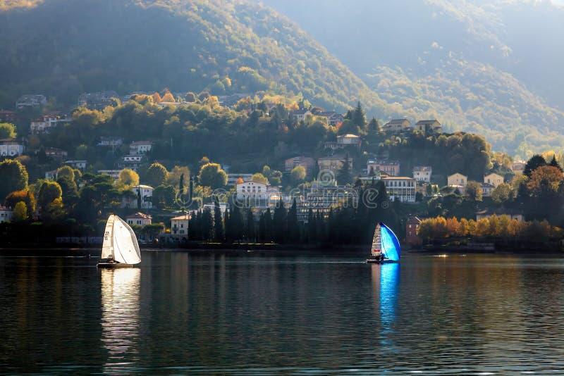 LAGO COMO, ITALY/EUROPE - 29 DE OUTUBRO: Navigação no lago Como Lecc imagem de stock royalty free