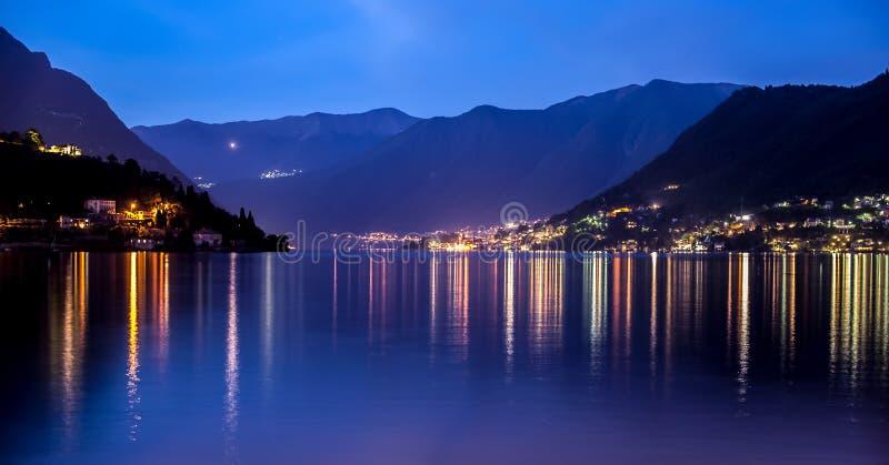 Lago Como na hora azul imagens de stock royalty free