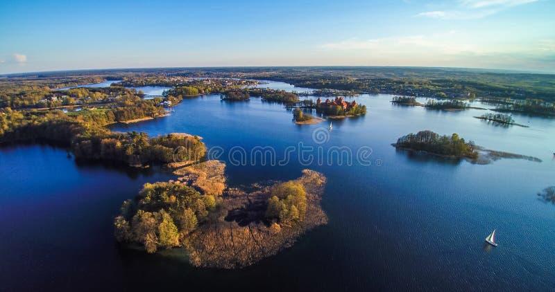 Lago con las islas, aéreas imagen de archivo libre de regalías