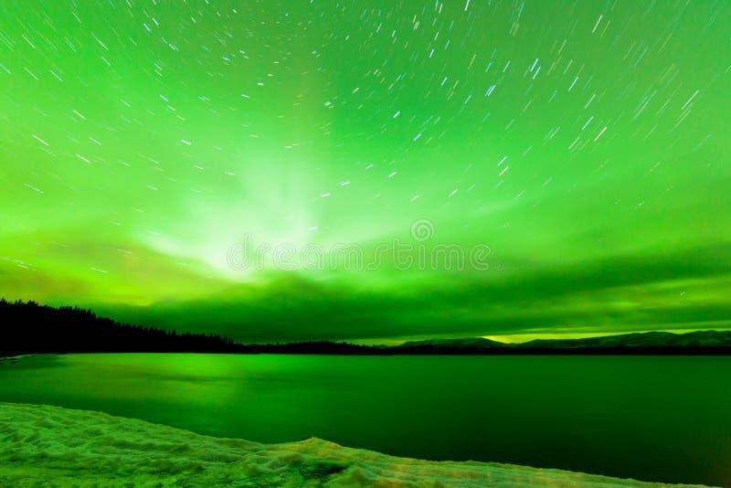 Lago congelado céu Laberge Yukon aurora borealis foto de stock royalty free