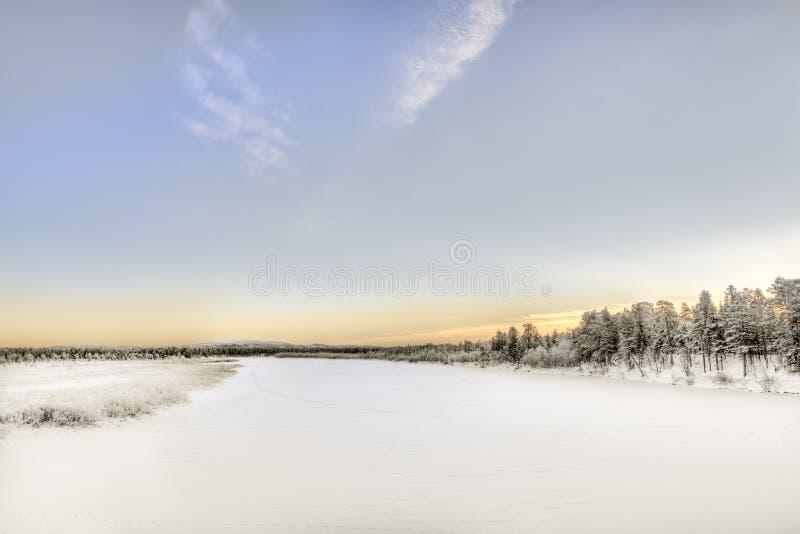 Lago congelado en Inari, Finlandia imagen de archivo libre de regalías
