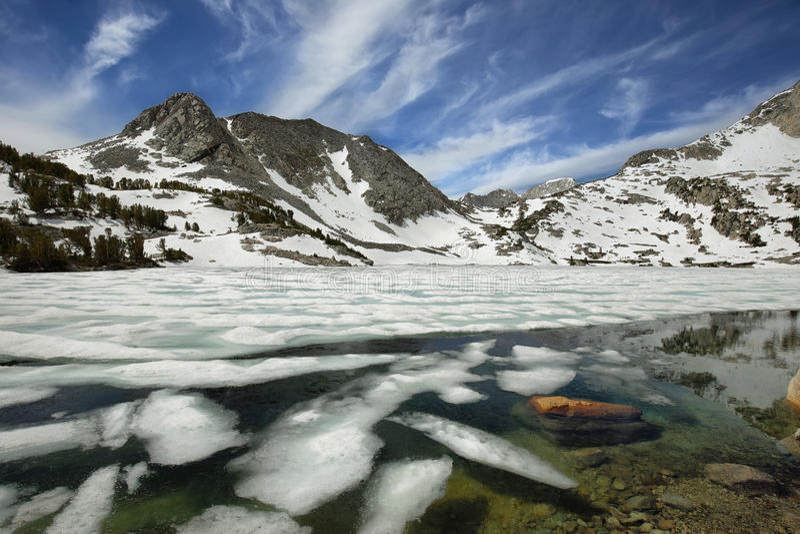 Lago congelado ruby, Califórnia imagens de stock