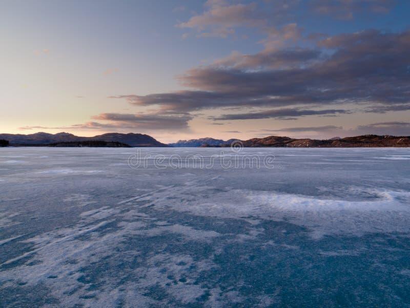 Lago congelato Laberge, Yukon, Canada immagini stock