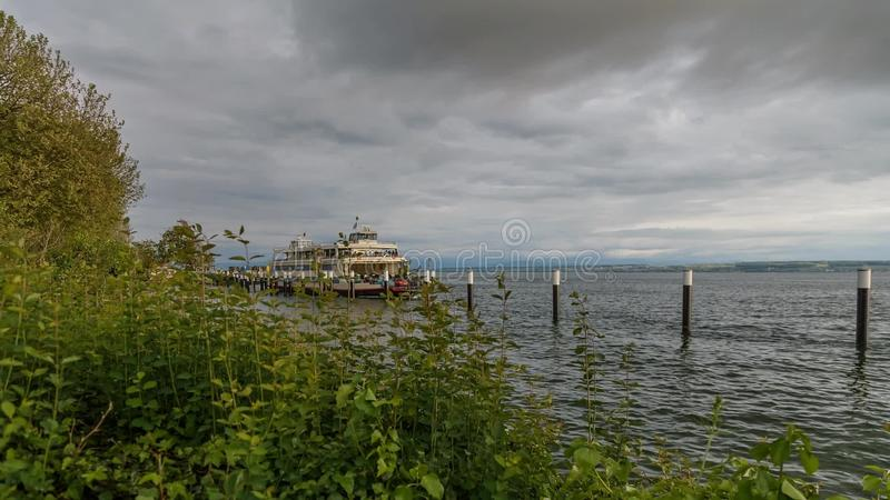 Lago Constance Car Fairy durante a tempestade vídeos de arquivo