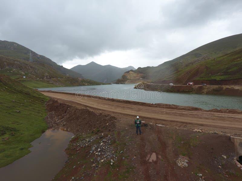 Lago Cordilheira nos Andes do Peru imagem de stock