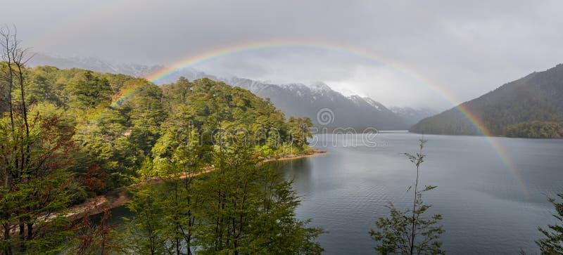 Lago Correntoso en la provincia de Neuquen, la Argentina foto de archivo