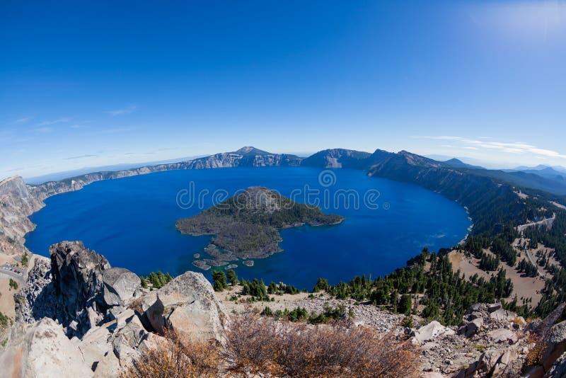 Lago crater em um dia claro foto de stock