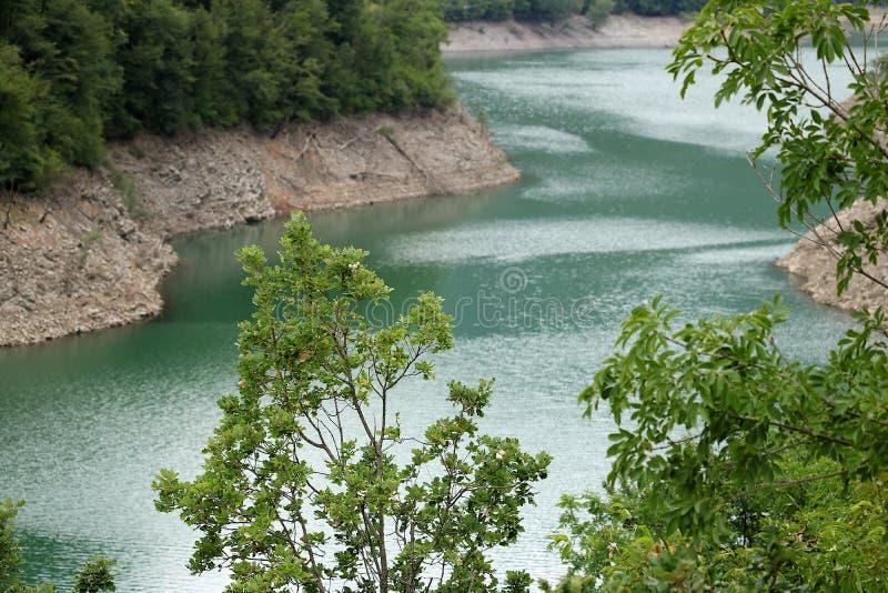 Lago creado por la presa artificial Vagli, Garfagnana, Lucca, Tusca fotos de archivo libres de regalías