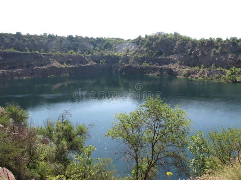 Lago cura no local da pedreira fotos de stock royalty free