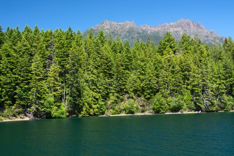 Lago Cushman y soporte Elinor en verano imagenes de archivo