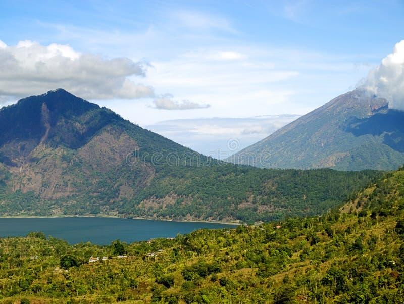 Lago da montanha de Bali imagens de stock