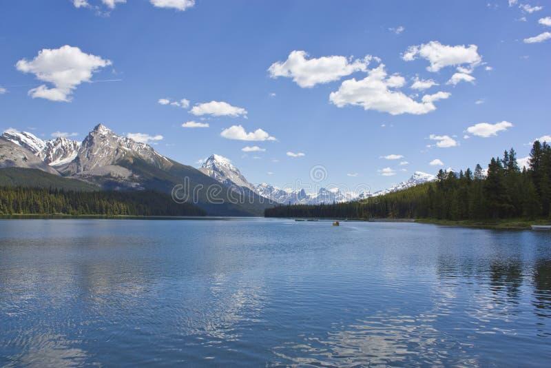 Lago da montanha rochosa imagem de stock royalty free