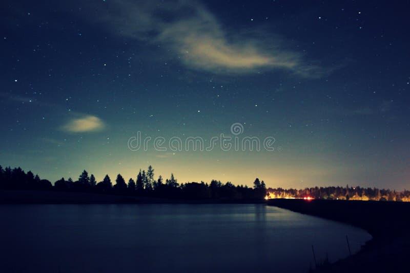 Lago da noite do céu imagens de stock