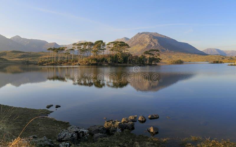 Lago de Derryclare, Connemara, Irlanda imagen de archivo libre de regalías