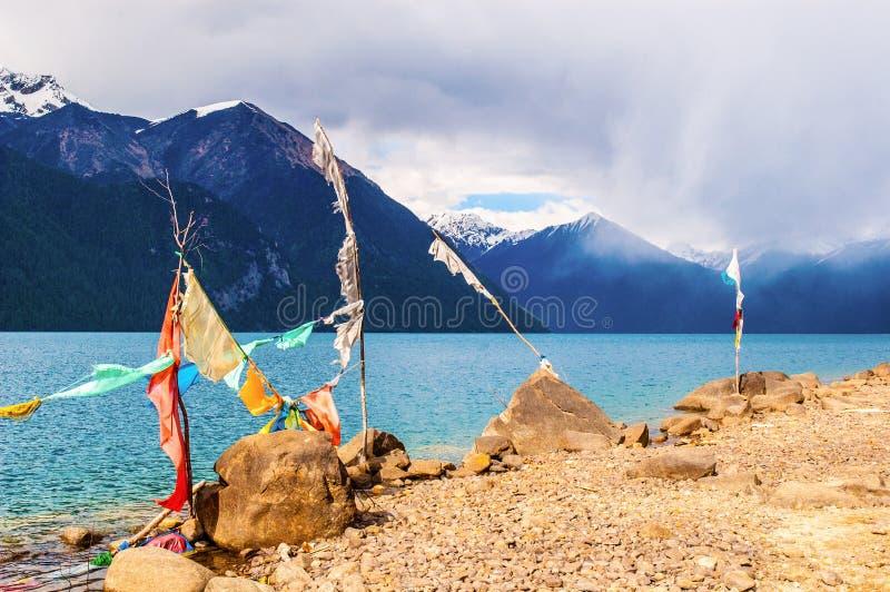 Lago de la escena-Basum de la meseta tibetana imagenes de archivo