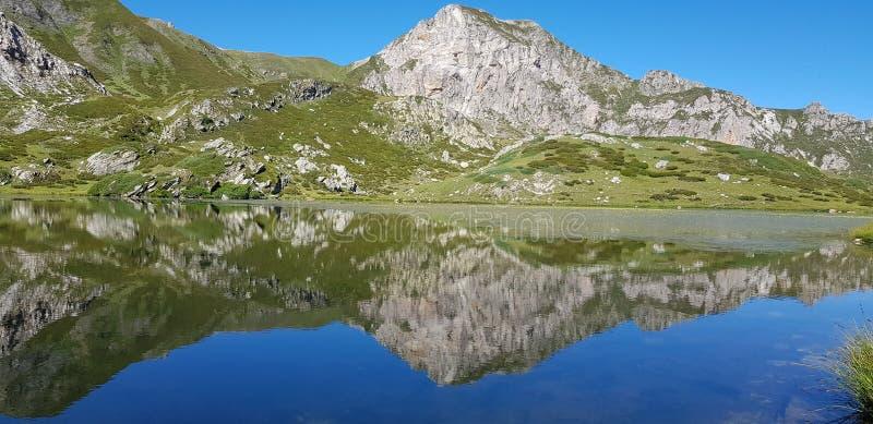 lago de la montaña del cielo fotografía de archivo