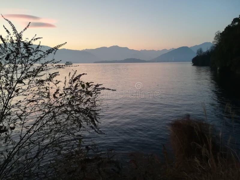 Lago de la naturaleza de la inspiración imagen de archivo
