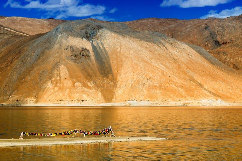 Lago de la TSO de las montañas y de Pangong, Leh, Ladakh, la India fotografía de archivo libre de regalías
