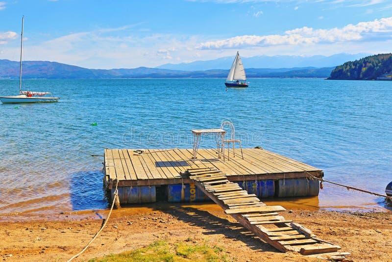 Lago de madeira Bulgária Iskar do cais fotos de stock royalty free