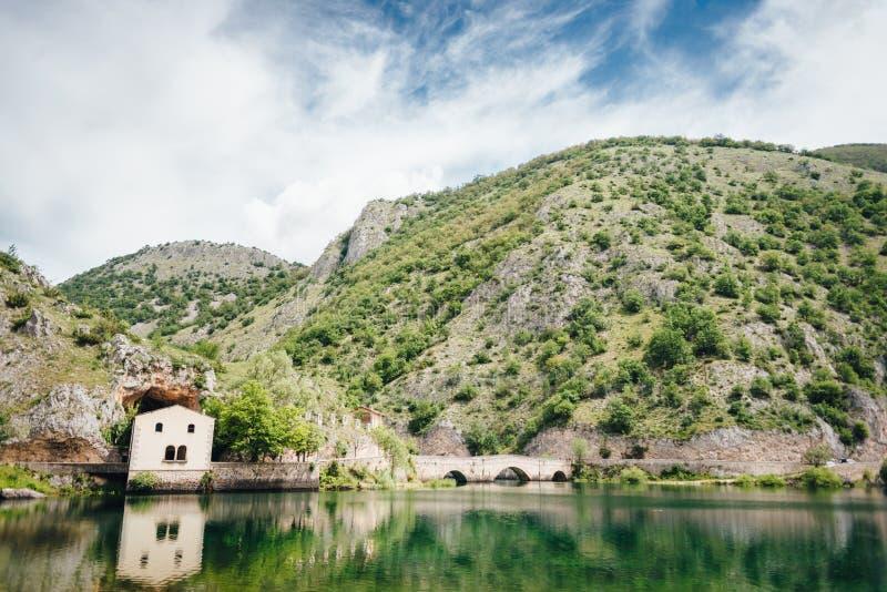 Lago de San Domingo, Abruzos, Italia fotos de archivo