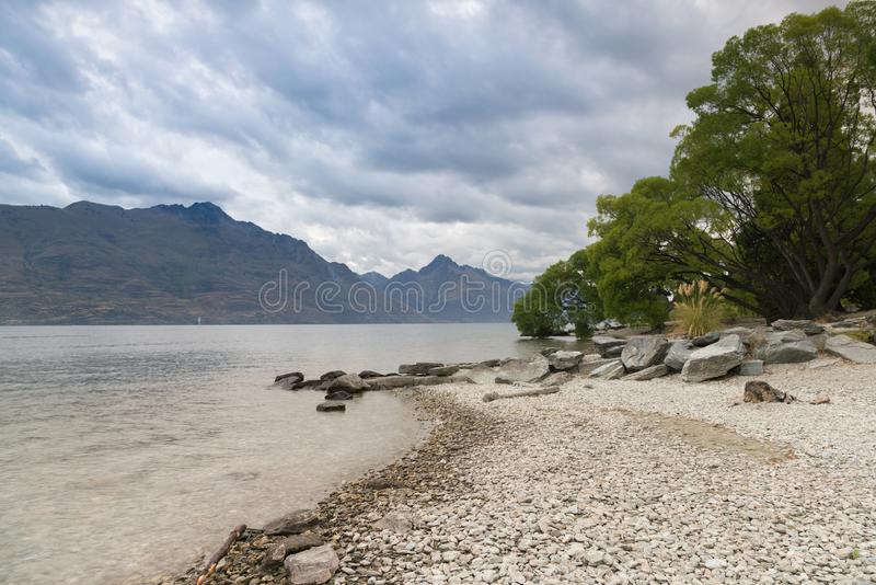 Lago del agua de la ciudad de la reina, isla del sur de Nueva Zelanda imágenes de archivo libres de regalías