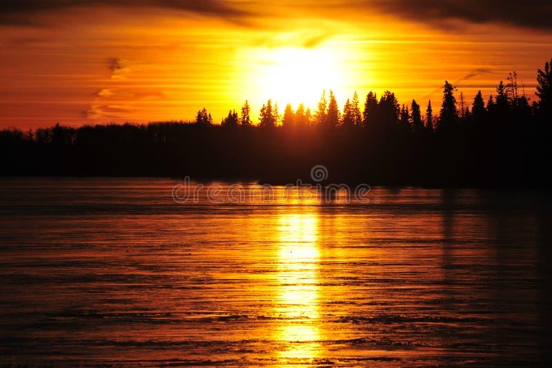 Download Lago Del Cielo E Del Ghiaccio Di Tramonto Immagine Stock - Immagine di canada, nubi: 7318889