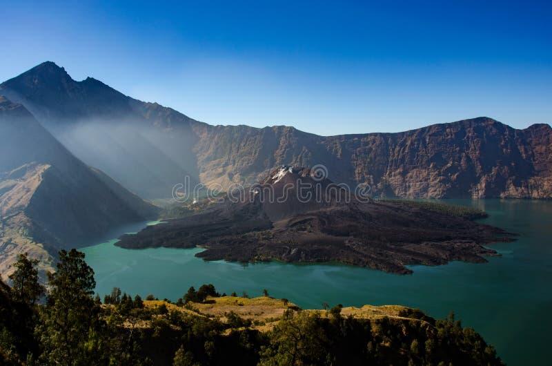 Lago del cráter de Rinjani del soporte foto de archivo